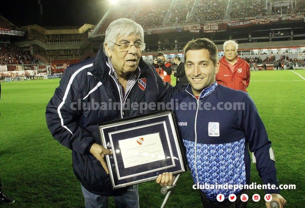 Natación: Ariel Quassi tuvo su reconocimiento en Independiente