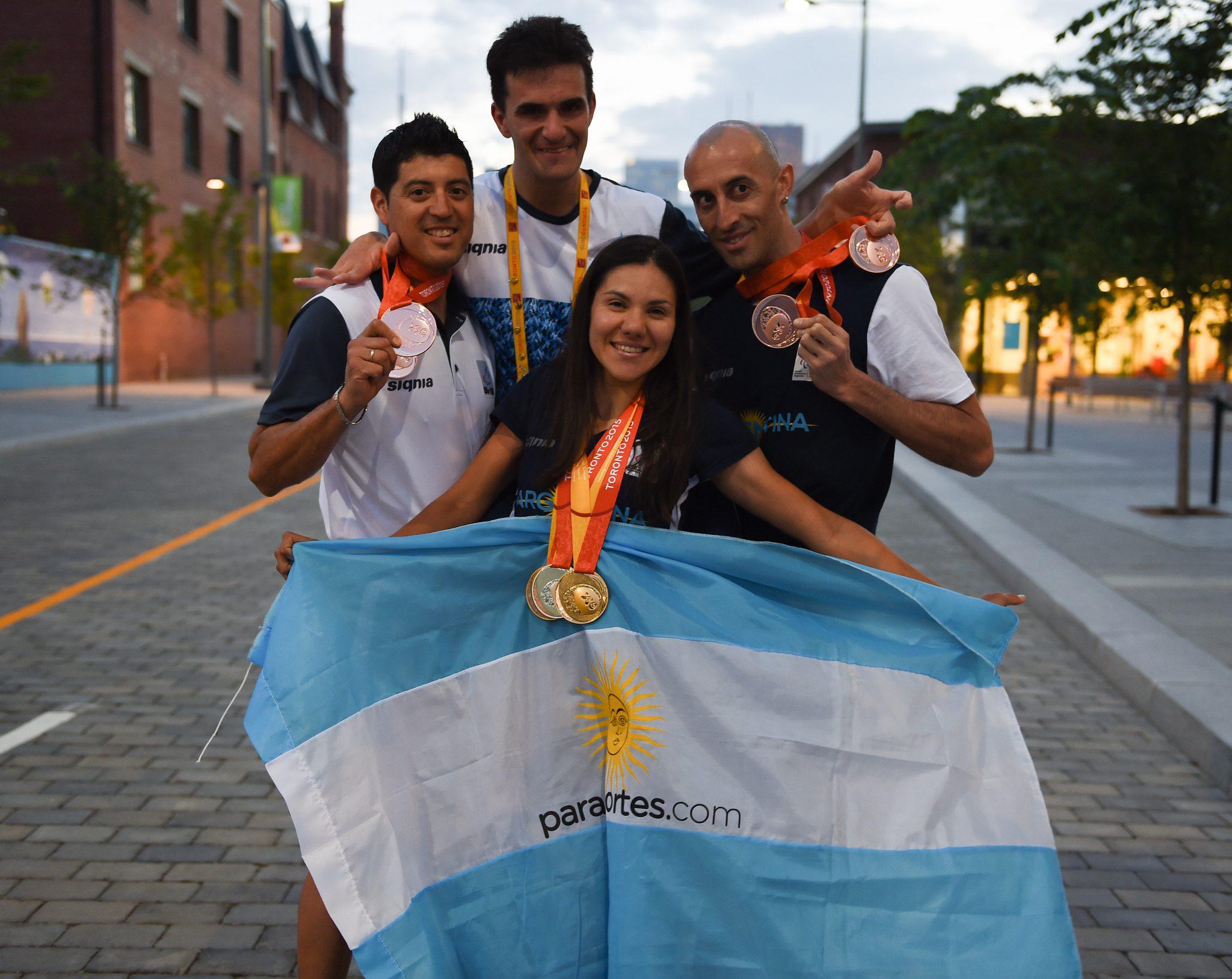 La emoción de Rodrigo López y el afecto de todos sus compañeros