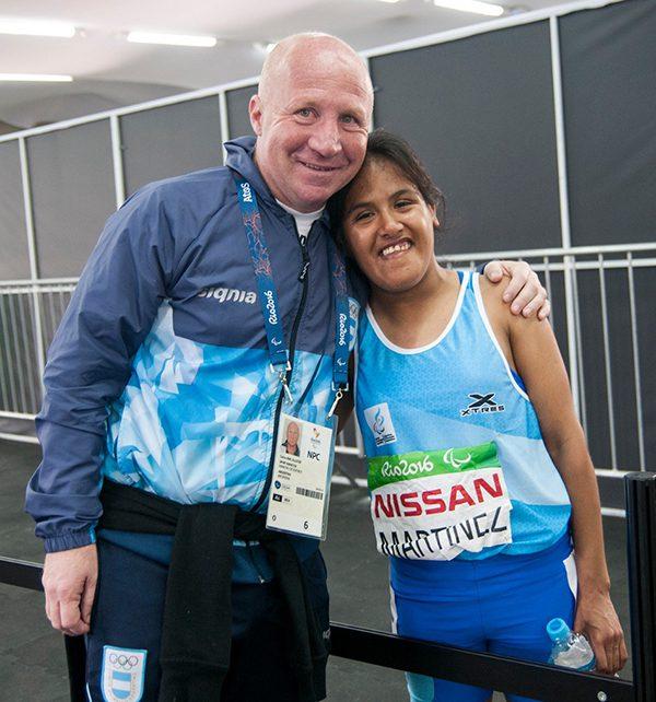 Carlos Mac Allister junto a Yanina Martínez.