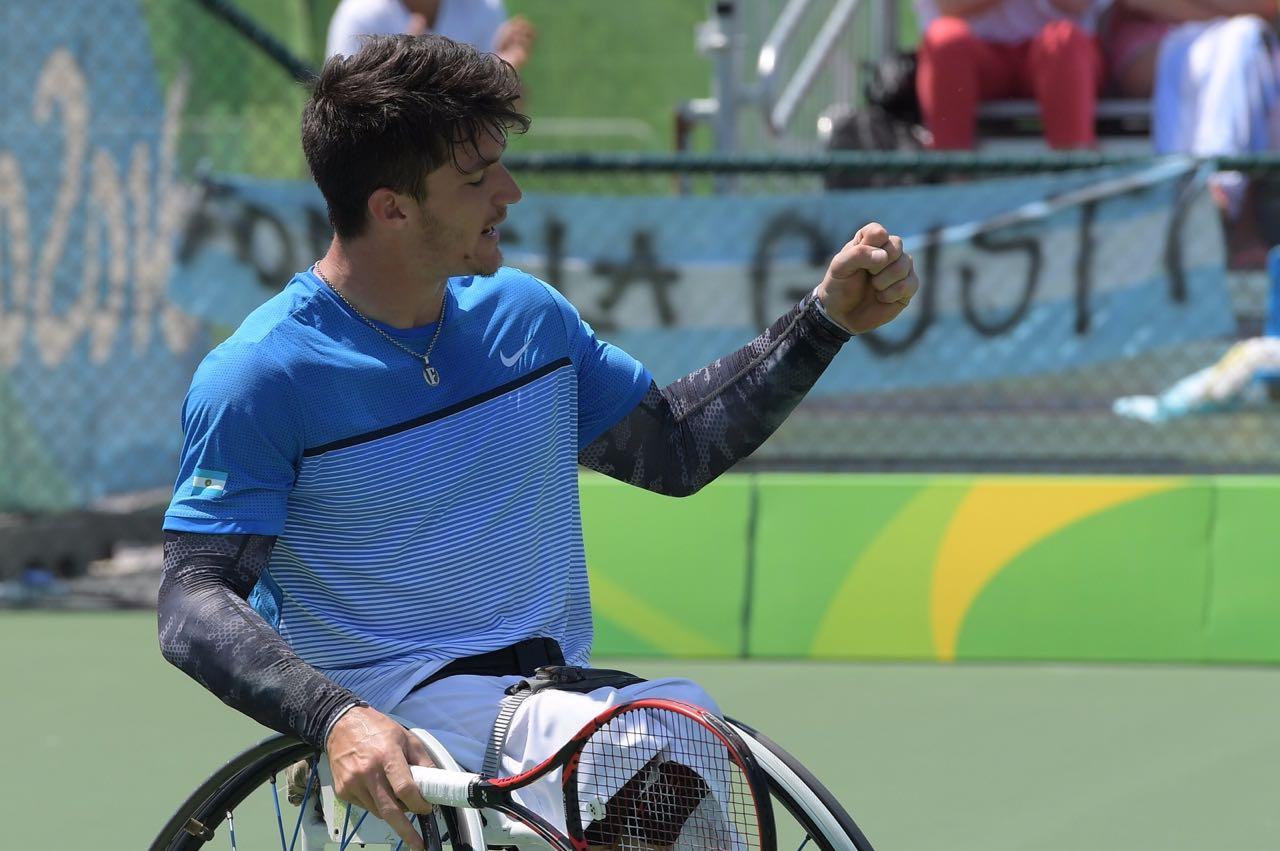 Tenis: Gustavo Fernández pasó a cuartos en singles y cayó en dobles