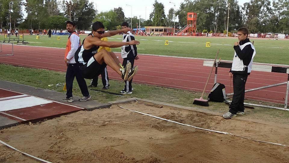 Atletismo: Alexis Acosta rompió el récord argentino (T11) de salto en largo
