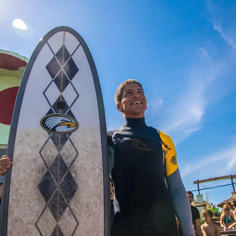Pablo Martínez, el primer surfista ciego del país