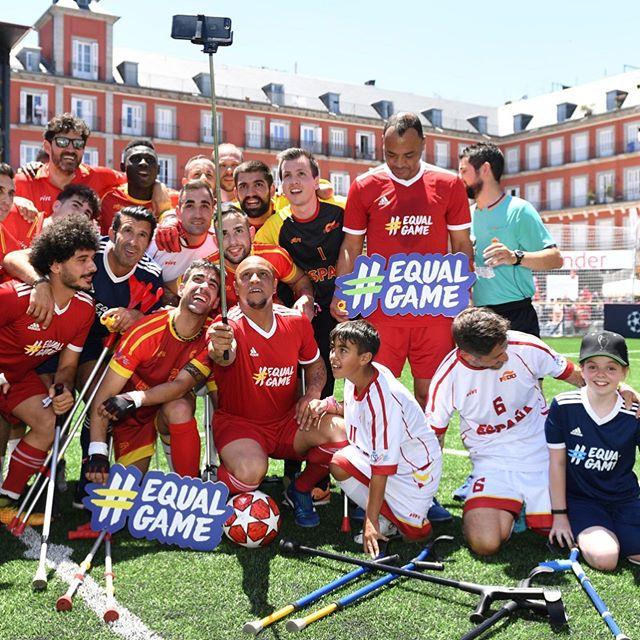 Roberto Carlos, Figo y Cafú apoyan al fútbol para amputados