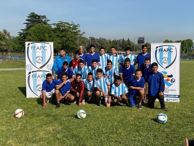 Fútbol: histórica concentración del combinado nacional de FFAPC en Ezeiza