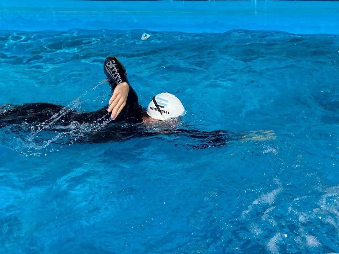 El nadador paralímpico Facundo Arregui volvió a entrenarse en una pileta