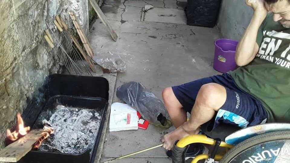 La increíble historia de Coqui Ibarbure, el jugador de boccia que juega y hace asados