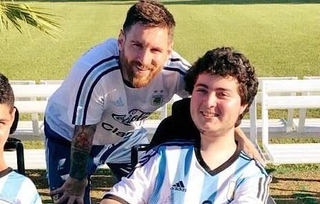 """Jugaba a la Play con Messi y se volvió un profesional del FIFA: la historia de Santino Ombrella, integrante de la Selección Argentina de Powerchair Football. Y desafía: """"Messi conmigo no tiene chance"""""""