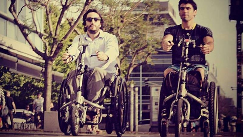 Más de un millón de reproducciones: el video viral de un emprendimiento de dos atletas paralímpicos argentinos que ayuda a las personas con discapacidad