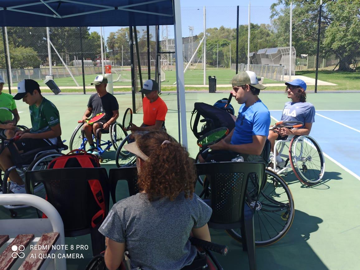 Tenis adaptado: concentración juvenil en el CeNARD