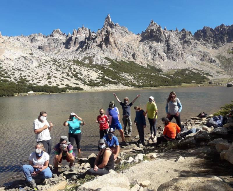 Trekking adaptado: el grupo ADAM recorre las montañas de San Carlos de Bariloche