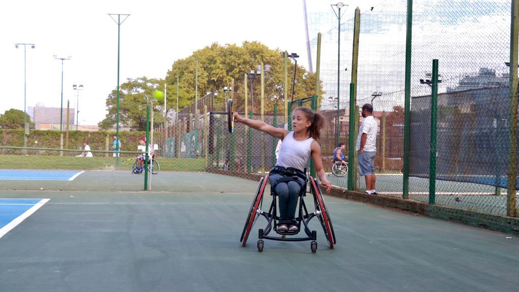 Tenis adaptado: Kristal Saddi se alejó de su familia para acercarse a sus sueños